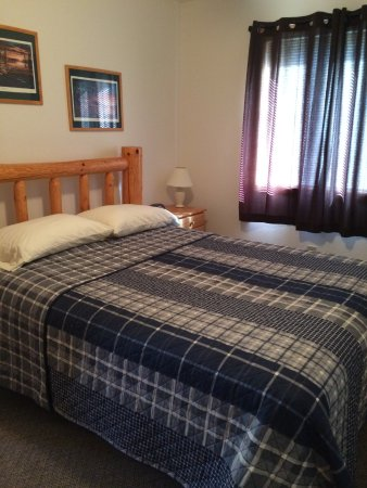 Ely, MN: 2-Bedroom Suite