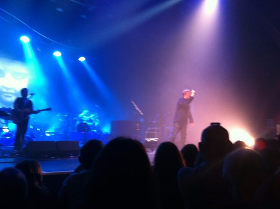 O2 Apollo Manchester : Easy sightline lovely lights & staging great view.