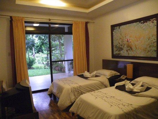 Precious Garden Samal: Split Bed Room