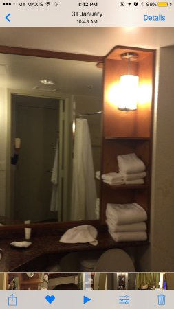 The Westin Bonaventure Hotel & Suites: small bathroom