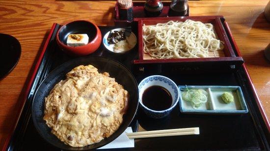 Izumi, Japan: 炭火焼き黒鶏の親子丼定食