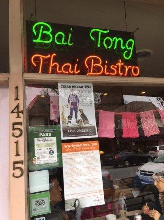 Saratoga, CA: Bai Tong sign