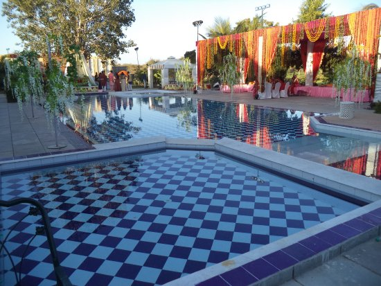 King's Abode: Main & children Swimming Pool