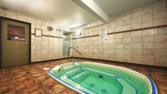 Best Western Plus Baker Street Inn & Convention Centre: Hot Tub