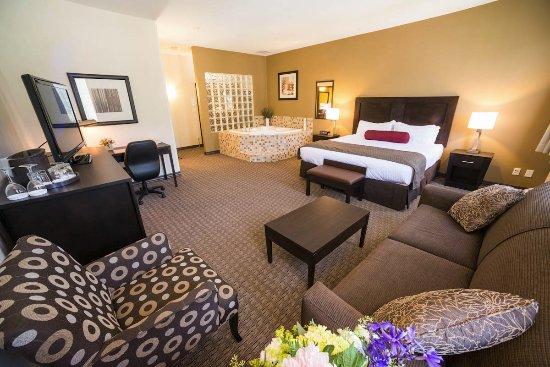 Best Western Plus Baker Street Inn & Convention Centre: Jacuzzi Suite