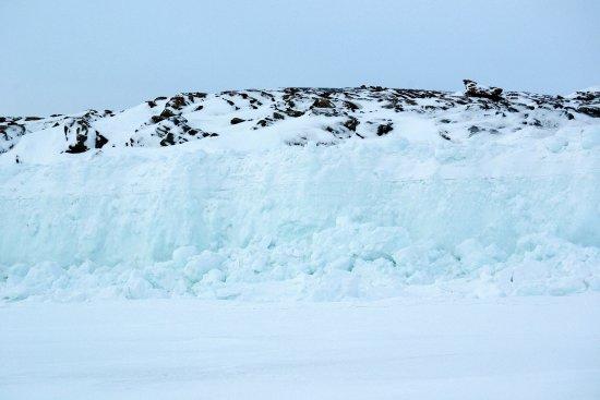 Iqaluit, Canada: Tidal ice wall