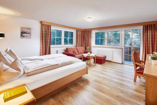 Habachklause: Elternzimmer in einer Suite im Haupthaus