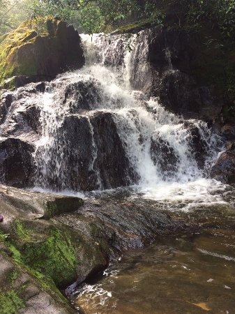 Rio Grande Da Serra, SP: Pequena queda d'água no meio da trilha