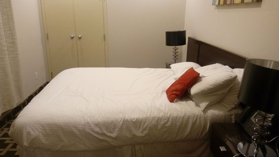 Mary-am Hotel North York: bed room
