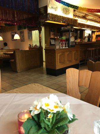 Neuhof, Германия: Traditionelle, gut besuchte Gaststätte, Familiengeführt. Freundlich, geschätzt von Gästen aus de