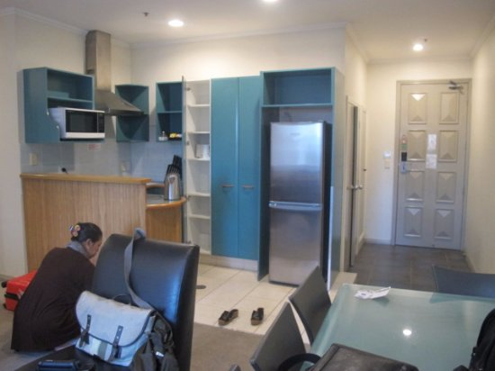 Best Western President Hotel Auckland: Living area and kitchen