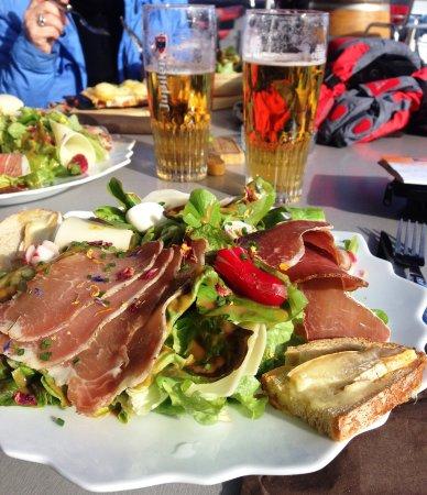 Villard-sur-Doron, France : salade en terrasse !