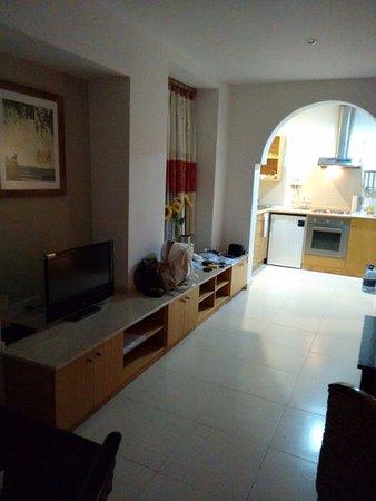 wohnzimmer mit eßecke,flat-tv - picture of club salina wharf, Wohnzimmer dekoo