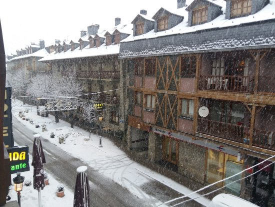 Hotel Araguells: Vista desde la habitacion