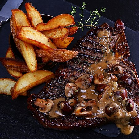 Berea, South Africa: T- bone steak with chips on the side