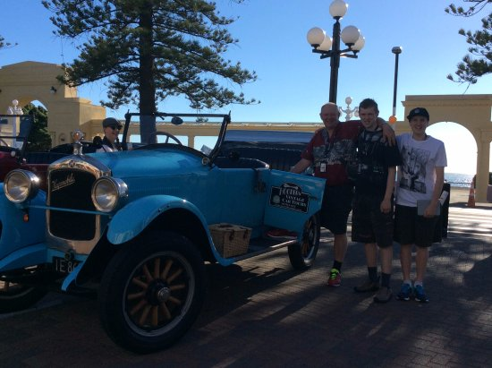 our beautiful vintage car for our tour of Napier