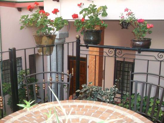Hostal Rincon Familiar: vista desde el tercer piso, lugar de lectura del hotel