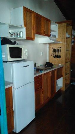 Arorangi, Cook Islands: Küchenzeile im Zimmer