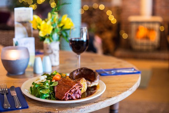 Lusty Glaze Beach Restaurant: Sunday Roast - Served from midday until the meat is gone!