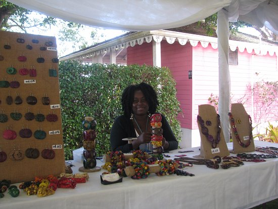 Nevis: A jewellery maker at the craft fair in the Botanical Gardens