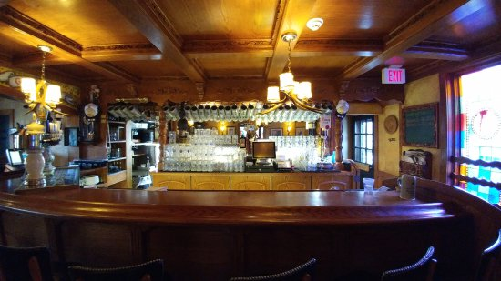 Germantown, WI: The bar area. All the taps are on the left. They are all German.