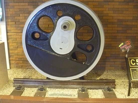 ‪Train Wheel of C58 Steam Locomotive No. 140‬