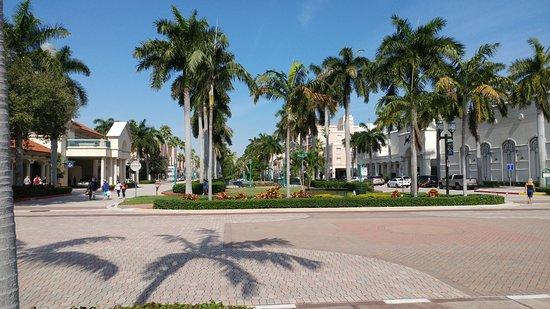 Photo of American Restaurant Yard House at 201 Plaza Real, Boca Raton, FL 33432, United States