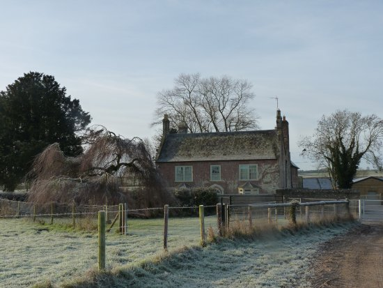 Tarrant Launceston, UK: Looking back at the farmhouse, cold and frosty December morning.