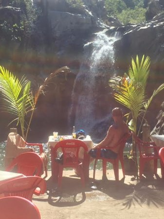 Quimixto: View of the falls.