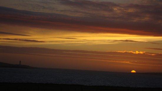 Orphir, UK: Here's a sunset from Buxa Farm Chalets !