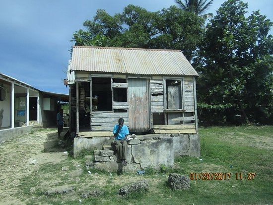 'Chattle house' (Past Bathsheba Beach)  Easily moved to work locations