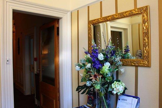 Highfield Guest House: Front Vestibule