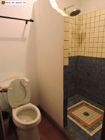 Cabo Cush Hotel : Bathroom was ok with hot water at all times