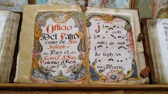 Monasterio de San Antonio El Real: Detalle de libro.