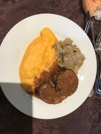 Le Lonzac, Франция: canard farcie purée de légumes et fricassée d'endives