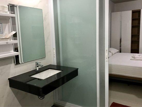 Chambre lit king size (matelas ferme). Literie de qualité ...
