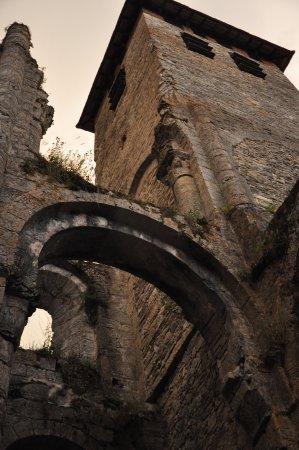 Marcilhac-sur-Cele, France: Vue des ruines