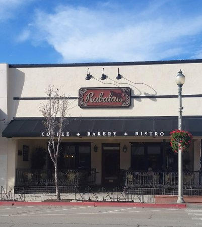 Santa Paula, Californien: The enticing front with outdoor seating