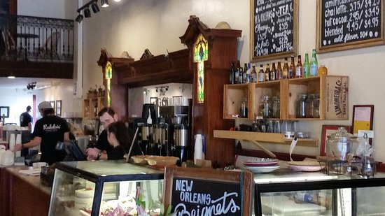 Santa Paula, Kaliforniya: The pastry and coffee bar as you walk in