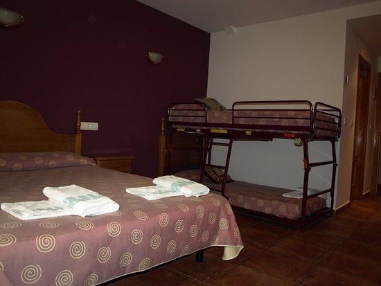 Hotel rural el churron larr s huesca opiniones for Cama familiar
