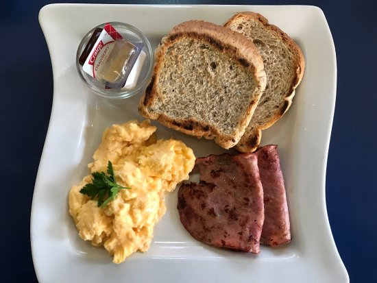 Olive Tree Cafe: Scrambled eggs & bacon