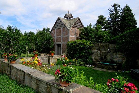 Litchfield, CT: Second garden