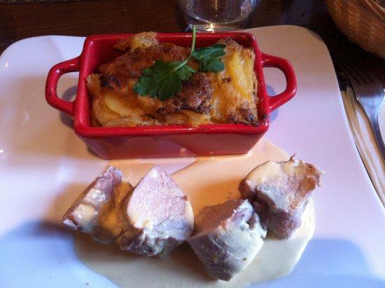 Champrond-en-Gatine, France : filet mignon sauce moutarde et gratin dauphinois