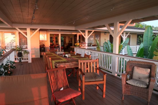 Holualoa, Hawái: This is the open air room where a great breakfast is served. Amazing sunset views.