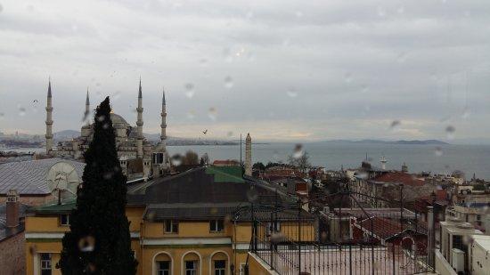 Lady Diana Hotel: Окна Ресторана выходят на Голубую мечеть и Мраморное море