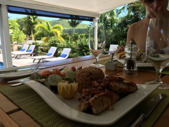 Montpelier Plantation & Beach: Lunch by the pool