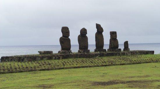 O'tai Hotel: Moai near Hotel