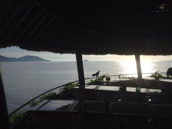 Padangbai, Indonesië: Uitzicht vanaf het open restaurant