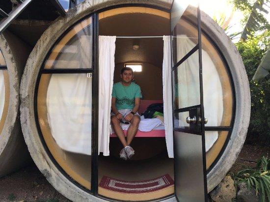 Tubohotel: Habitación (la cama es del ancho de una queen)
