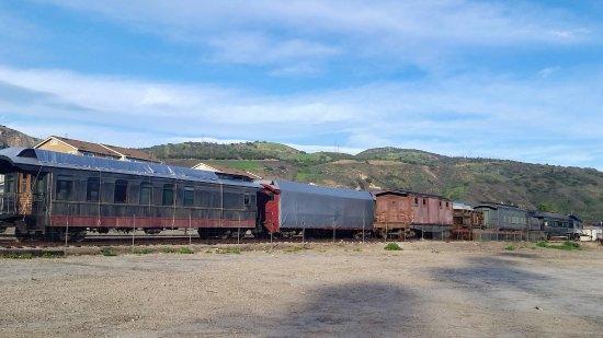Fillmore, كاليفورنيا: Railroad care being restored